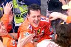 Michael Schumacher (Ferrari) / Cheering with mechanics after Sunday race victory